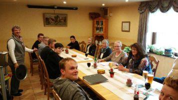Gruppenbild vom Treffen der Arbeitsgruppe Kinder, Jugend und Senioren.